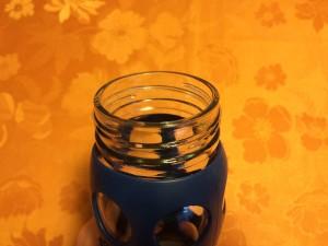 Öffnung der blauen Lifefactory Trinkflasche